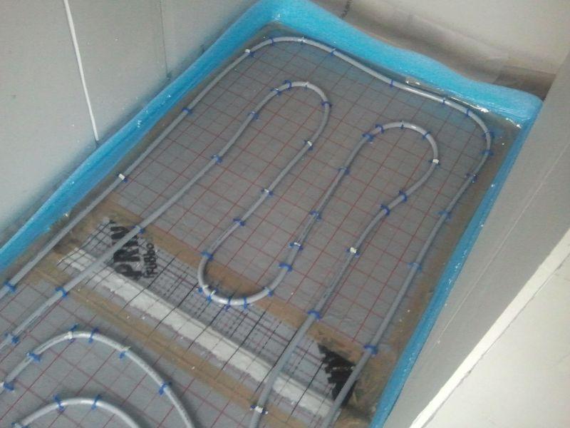 Begehbare Dusche Fußbodenheizung : Heizschlangen in der begehbaren Dusche