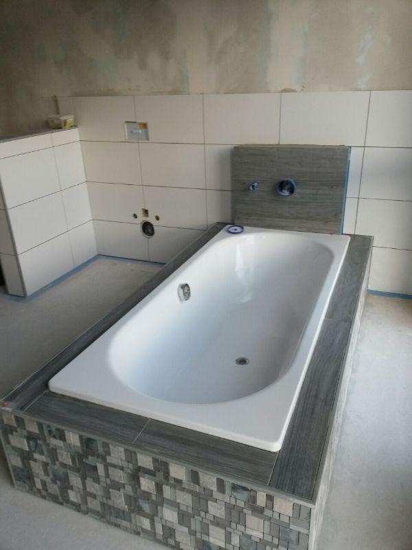 badewanne halb eingebaut beste bildideen zu hause design. Black Bedroom Furniture Sets. Home Design Ideas