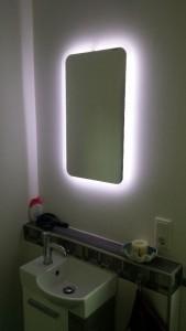 Spiegel mit LED-Licht